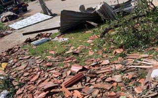 Pomoc Kosovým, které zasáhlo tornádo a bojují o život