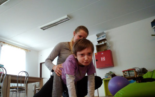 Přispějme Kačence na rehabilitace a zvyšme jí tak naději na plnohodnotný život