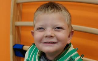 Neurorehabilitace pro Adámka, aby se sám postavil na nožičky
