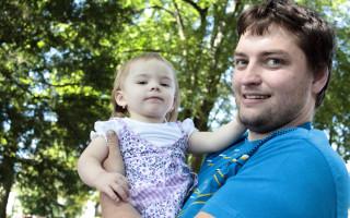 Speciální houpačka pro autistickou Karolínku