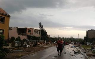 Pomoc prarodičům Kovaříkovým, jejichž dům byl zničen tornádem