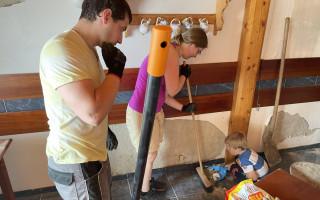 Víno U Matůšků – pomoc s opravami ubytování a vinic po tornádu