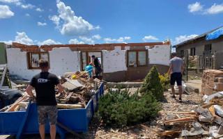 Pomoc pro Kaňovy, čtyřčlennou rodinu, která přišla o domov
