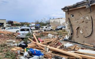 Pomoc pro Peškovy - sestru a její rodinu, kteří přišli o domov kvůli tornádu