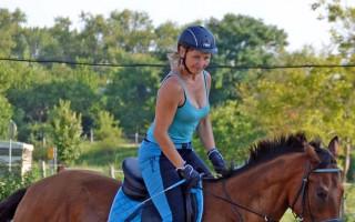 Za snahu vrátit Ivu zpět do sedla trénink s Lukášem Krpálkem - Iva před úrazem. Koně jsou její životní láska.
