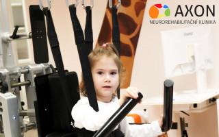 Natálka má problém schůzí, pomůžou jí neurorehabilitace