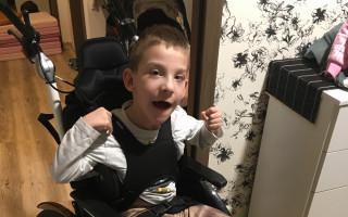 Daniel má mozkovou obrnu a potřebuje rehabilitační přístroj