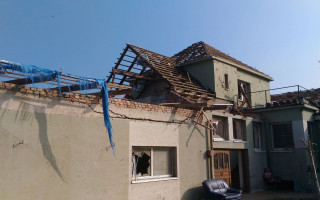 Sbírka pro Čapkovi na opravu domu zničeného tornádem