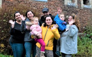 Pomohli jste rodině, která přišla o tátu a setkali se s Jirkou Macháčkem - Dana s dětmi, maminkou a rodinou zesnulého partnera