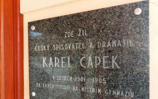 ZAMILOVANÝ REBEL? Karel Čapek a jeho světová premiéra v Hradci Králové