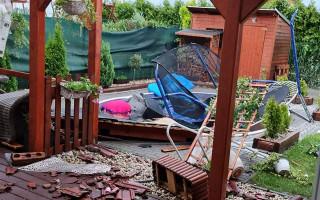 Pomoc třem rodinám, kterým tornádo zničilo domy