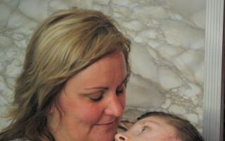 Zkvalitněte život Andrejce a užijte si snídani s Klusovými - Drtivou část dne tráví Andrejka v náručí maminky