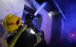 Pomoc rodině, které požár poškodil dům a zničil auto