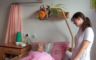 Pomozte seniorům zmírnit bolesti z proleženin