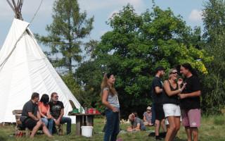 Přátelé Podkozí obnovují osadní hřiště