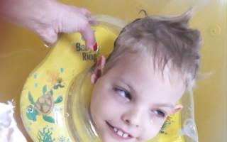 Delfinoterapie pro Davídka s RAC3 onemocněním