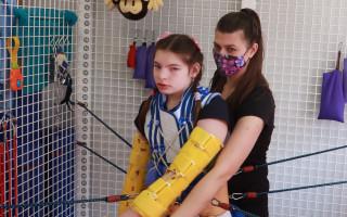 Pomoc pro velkou bojovnici Elišku, která trpí vzácným Cri Du Chat syndromem