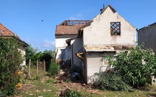 Jedna rodina, dva domy, dvě katastrofy – pomoc pro Výmolovy