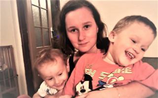 Pomohli jste rodině, která přišla o tátu a setkali se s Jirkou Macháčkem - Maminka Dana zůstala se dvěma dětmi po autonehodě rodiny sama
