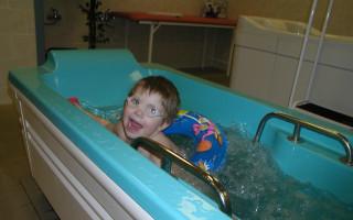 Rehabilitační tříkolka pro Adélku
