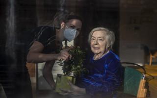 Pošleme společně #rostlinyseniorum - foto: EPA/Martin Divíšek