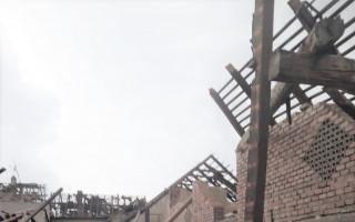 Pomoc nemocné 91leté babičce a čtyřem rodinám jejích potomků, jimž tornádo devastovalo několik domů