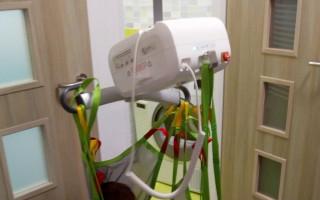 Těžce postižený Míša potřebuje bezbariérovou koupelnu a úpravu bytu