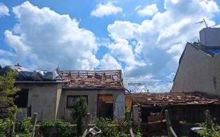 Pomoc pro Drkalovy a jejich včelařství zasažené tornádem
