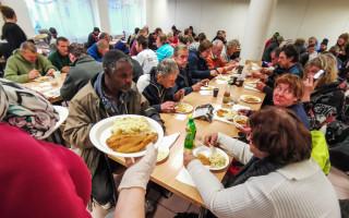 Štědrovečerní večeře pro lidi v nouzi