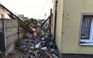 Tornádo v Mikulčicích zničilo 5 domů v rámci rodiny - pomoc Jitce Hubáčkové a babičce
