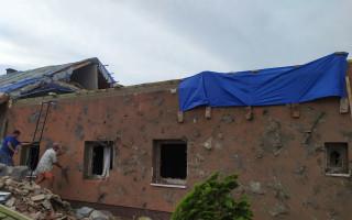 Pomoc s opravou domu pro rodinu Zimákových, které zastihlo tornádo