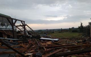 Pomoc rodině Nosálových po tornádu v Mikulčicích