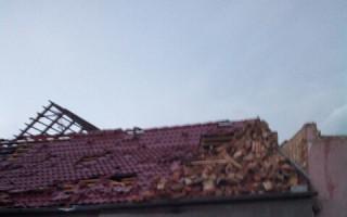 Pomoc pro manžele Tiché z Hrušek - důchodci, které zasáhlo tornádo a poničilo jim dům