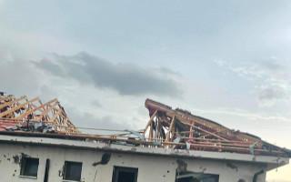 Pomoc Dominice Hájkové a jejímu manželovi s opravou domu po ničivém tornádu