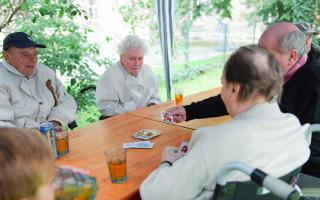 Přispějme na schodolez, který usnadní seniorům cestu na zahradu