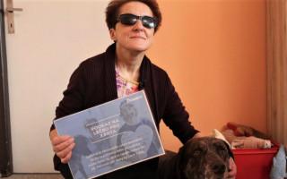 Za léčbu vodícího psa Xanta setkání s Jakubem Kohákem - Renatka a Xantem po předání šeku. Moc děkují!