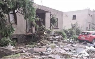 Pomoc 91leté babičce a čtyřem rodinám jejích potomků, jimž tornádo devastovalo několik domů