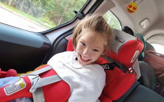Větší auto pro usměvavou Zuzanku s DMO