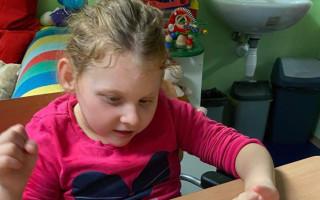 Pomozme, aby i Evička mohla do školy