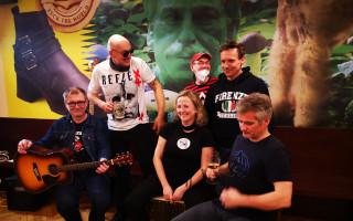 Podpořme společně kapelu TŘI SESTRY výměnou za koncert u Vás doma #kulturažije