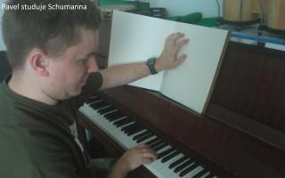 Handicapovaní umělci potřebují naši pomoc s budováním nahrávacího studia