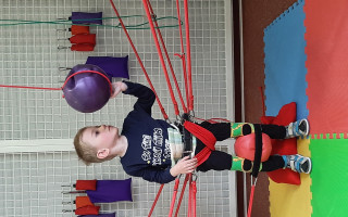 Přispějme malému Sebíkovi na neurorehabilitace