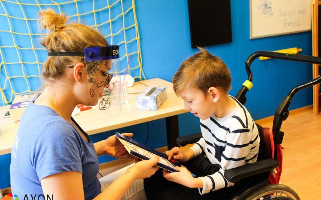 Epileptické záchvaty i bezvědomí, Davídkovi pomůžou intenzivní neurorehabilitace