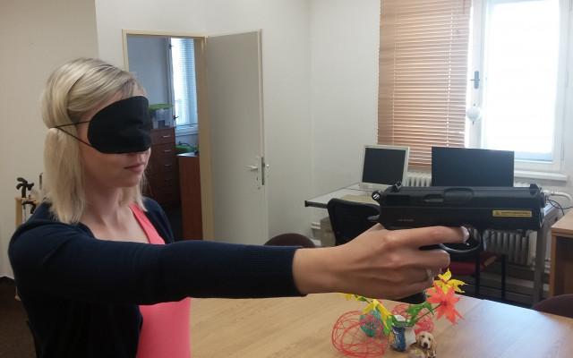 Zvuková střelnice pro nevidomé a slabozraké členy spolku z Mostu