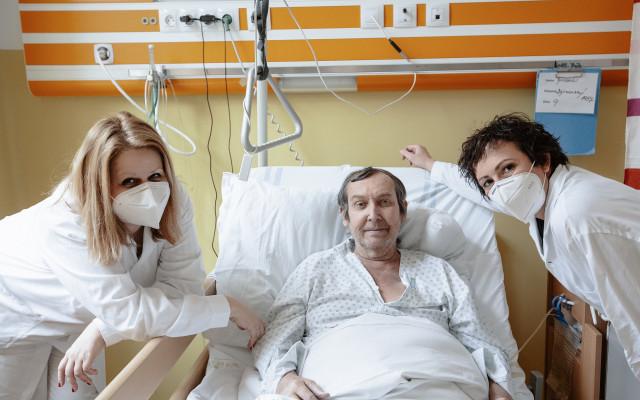 """Podpořte spolu se """"sestřičkou"""" Kristýnou Frejovou dlouhodobě nemocné - Kristýna Frejová přišla pohladit na duši  dlouhodobě nemocné pacienty. Pomozte i vy přispět na terapeuty pro tyto osamělé lidi."""