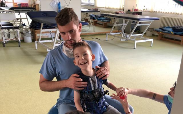 Autonehoda způsobila předčasné narození Daniela, s následky bojuje dodnes