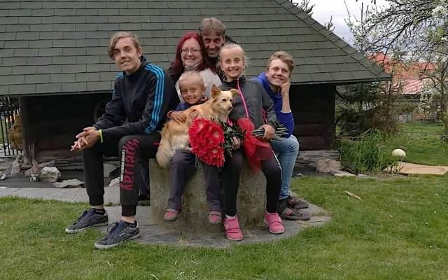 Pomoc rodině se čtyřmi dětmi, kterou nepozorný řidič před 7 lety připravil doslova o vše