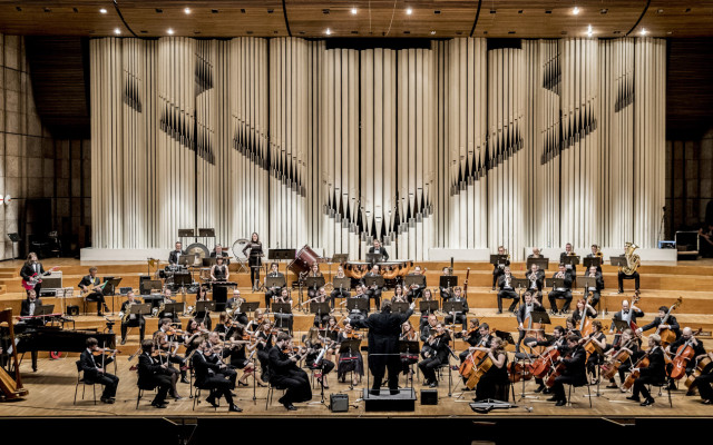 Pražský filmový orchestr chce zase žít a hrát pro vás