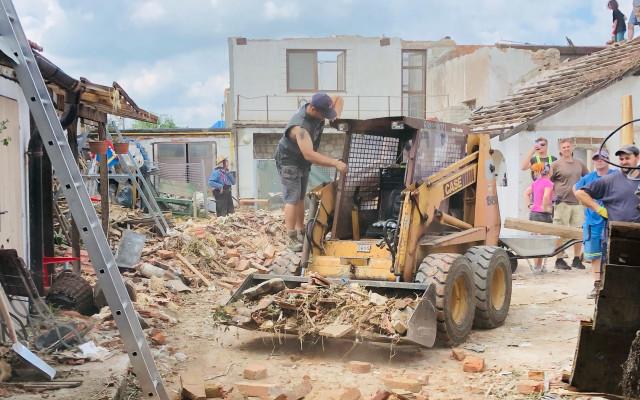 Pomohli jste Lukášovi Čechovi a jeho rodině, kterým tornádo zničilo dům