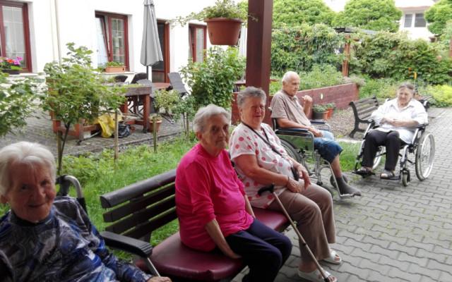 Podpořme Dotek, kde pečují o seniory s láskou a úctou